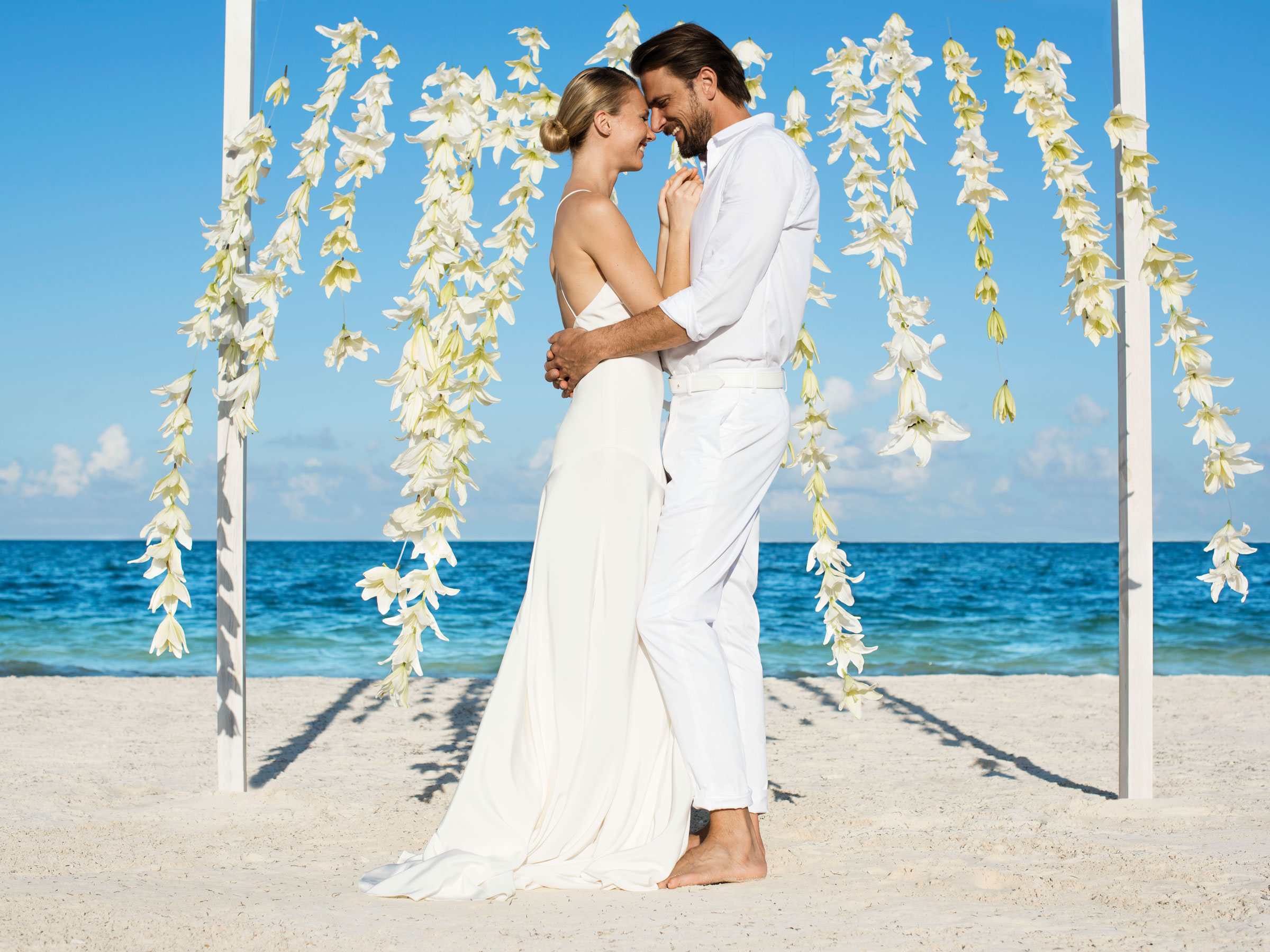 Party like there's no mañana at your amazing Mexican destination wedding by the beach!